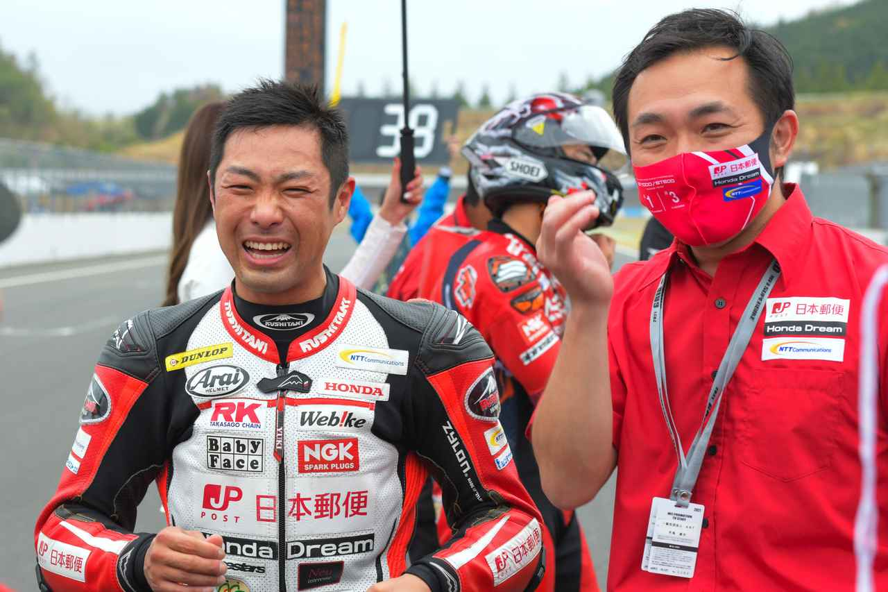 画像: 「レース前にエンジン載せ替え、ピットスタートなんて人生で初めて。レースに間に合わせてくれたスタッフに、本当ありがとう!」と高橋