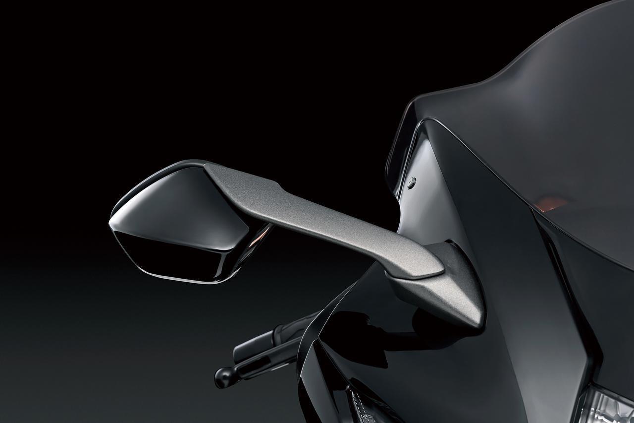 画像: ミラーも空力特性を考慮したデザイン。サイズはできるだけ小さく、本体もステーもシャープで抵抗の小さい形状を採用。