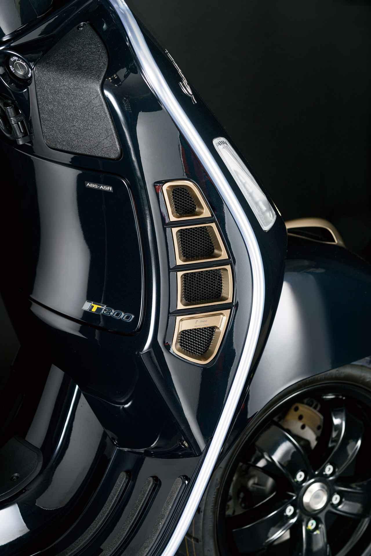 画像: GLOVE COMPARTMENT AIR INLET GRIDS カラー:ブラック、ブロンズ 価格:57,200円(税込)