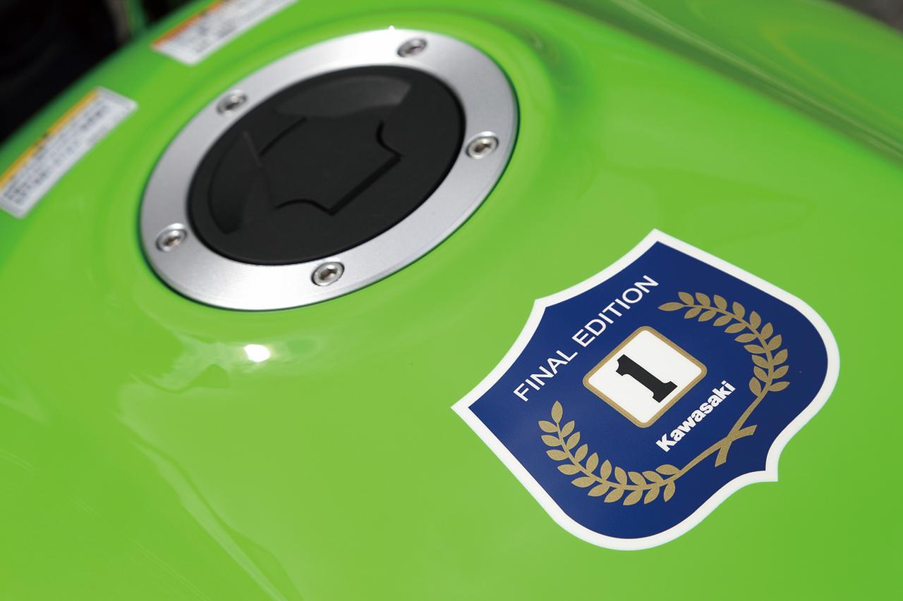 画像: ダエグの原点、Z1000Rのタンクにあるチャンピオンステッカーを模した「ファイナルエディション」特別デカールを装着。