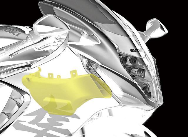 画像: エアダクトから入ってきた空気の圧力損失を減らし、エアクリーナーへの加圧空気を増やす新形状のスズキラムエアダクトも採用。