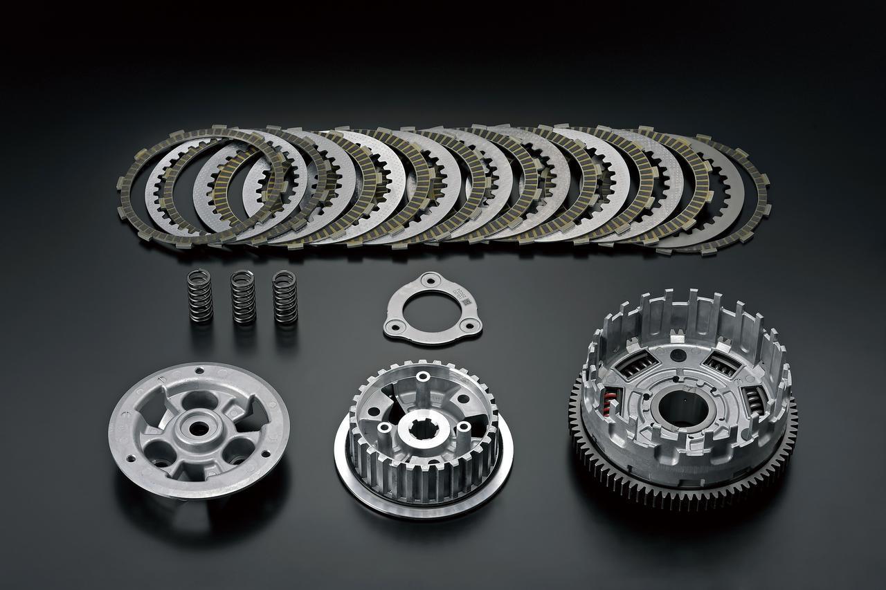 画像: スズキクラッチアシストシステムの採用で、エンジンブレーキを抑えスムーズな変速操作を実現。クラッチレバーの操作も軽くなった。