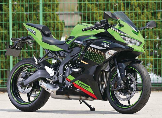 画像: Kawasaki Ninja ZX-25R 総排気量:249cc エンジン:水冷4ストDOHC4バルブ並列4気筒 メーカー希望小売価格(税込):82万5000円/SE、SE KRT EDITIONは、91万3000円 発売予定日:2020年9月10日 ※写真のモデルは、Ninja ZX-25R SE KRT EDITION(撮影:鶴身 健)