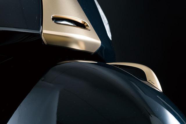 画像: FRONT MUDGUARD CREST カラー:アルミニウム、ブラック、ブロンズ 価格:10,340円(税込)