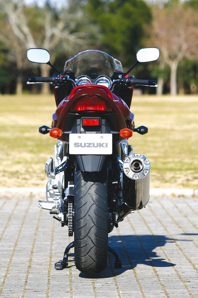 画像1: スズキ「バンディット1250/S」を解説! 専用の水冷エンジンを搭載し欧州の速度レンジにも対応した大型ネイキッド【絶版バイク紹介】