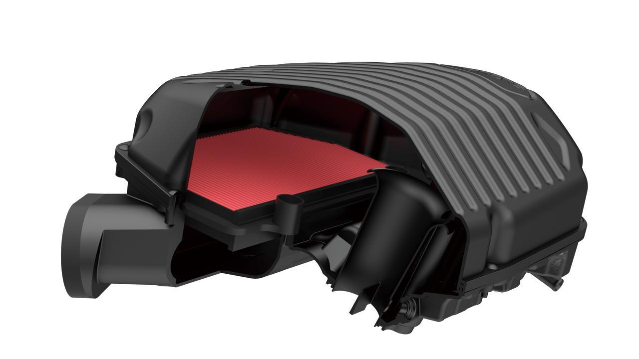 画像: エアクリーナーボックス容量を10.3Lから11.5Lに拡大。剛性の高い波形形状の蓋は、吸気音の音質向上と同時に軽量化も達成。