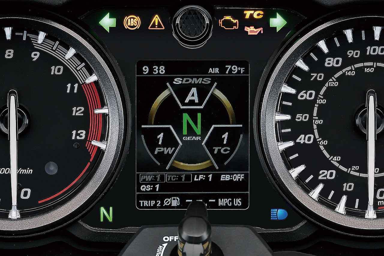 画像: SDMS-αのセッティングメニューはメーター中央にあるカラーTFTモニターに表示可能。セッティング表示も見やすいレイアウトだ。
