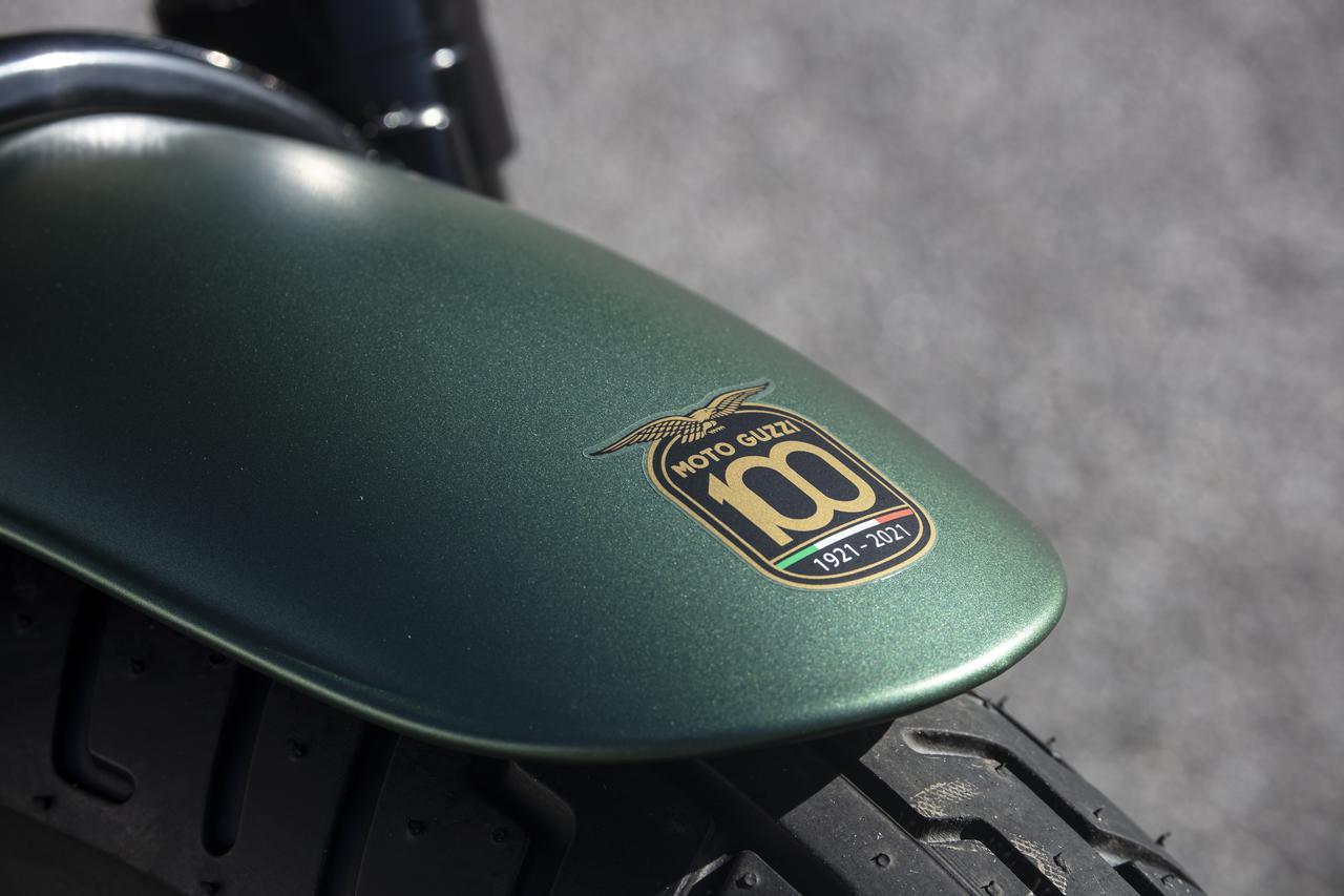 Images : 10番目の画像 - 【写真40枚】モト・グッツィ「V9 Bobber 100 周年記念スペシャルエディション」 - webオートバイ