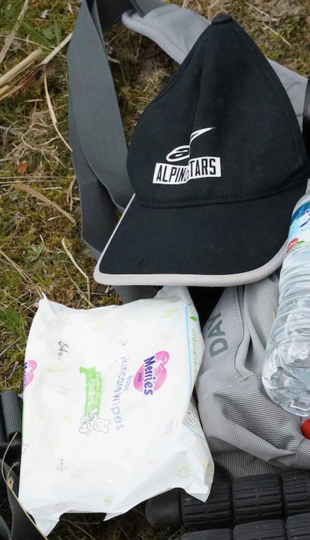 画像: 下が赤ちゃん用お尻拭き。