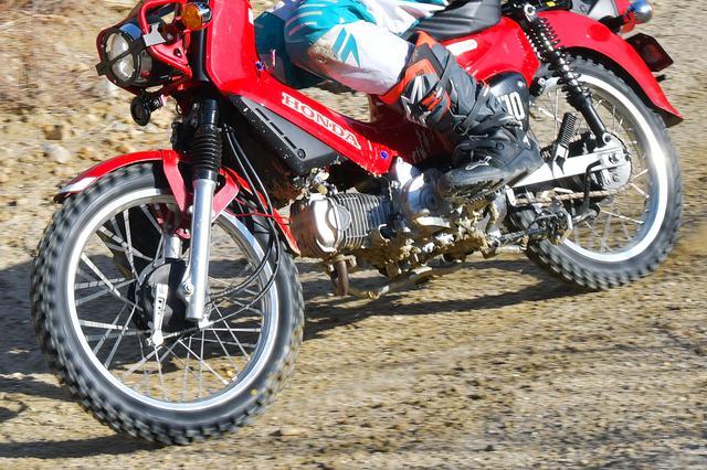 画像2: ブロックタイヤは、履いて良し、見た目も良しの万能タイヤ。