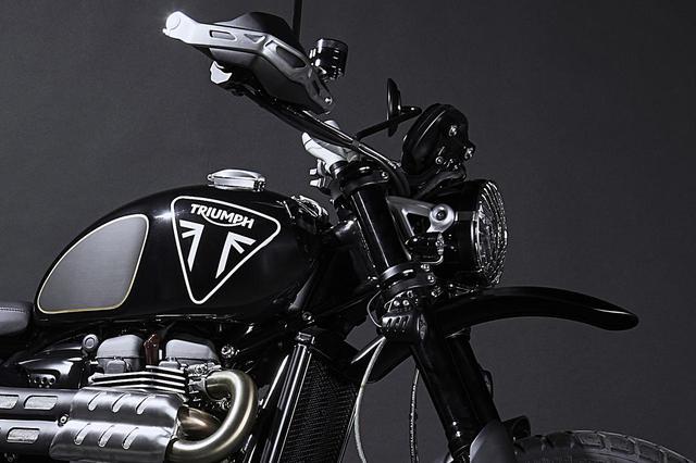 画像: トライアンフは以前に『007』との公式コラボモデル「スクランブラー1200 ボンド エディション」も発売 - webオートバイ