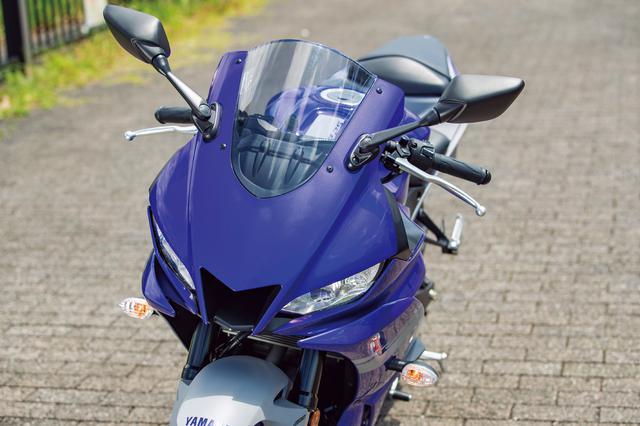画像: MotoGPマシンYZR-M1のようなセンターエアダクトを装備したフロントマスクは非常に新鮮なイメージ。ヘッドライトはLED 。