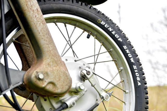 画像: ホンダSUPER CUB90のタイヤに「ホワイトレター」を入れるのだ - webオートバイ