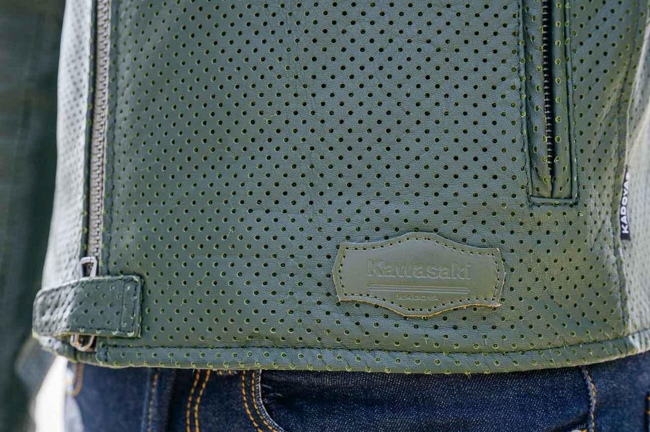 画像: 裾には特別なコラボレーションの証となる専用レザーパッチ。