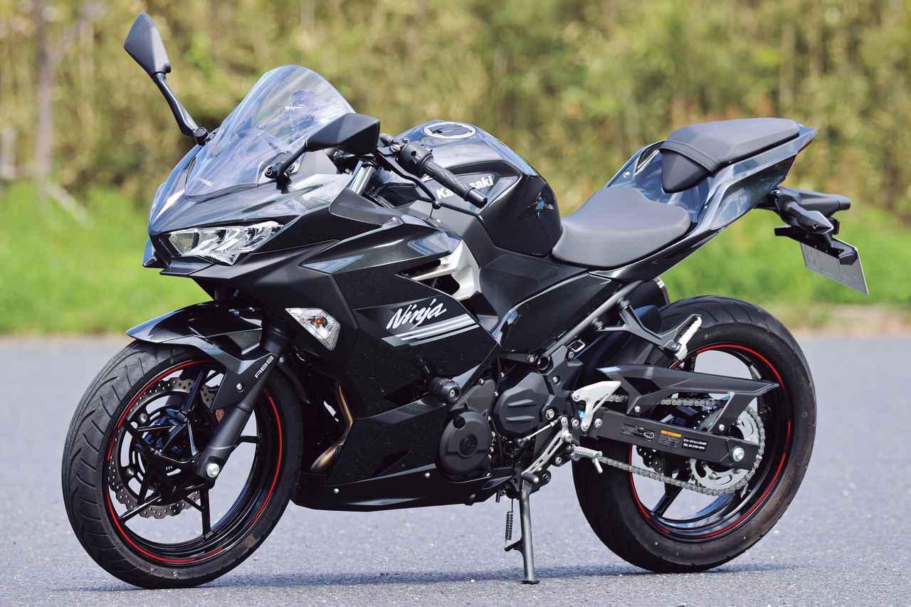 画像: Kawasaki Ninja 250 総排気量:248cc エンジン形式:水冷4ストDOHC4バルブ並列2気筒 シート高:795mm 車両重量:166kg 2021年モデルの発売日:2020年12月1日 メーカー希望小売価格:税込64万3500円(KRTエディションは65万4500円)
