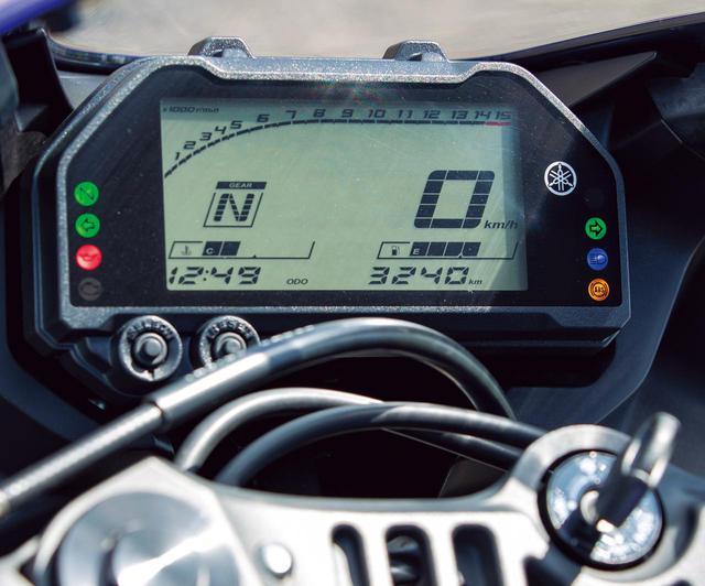 画像: メーターは液晶フルデジタル。オド&ツイントリップ、瞬間&平均燃費やギアポジションが表示される液晶パネルとなった。