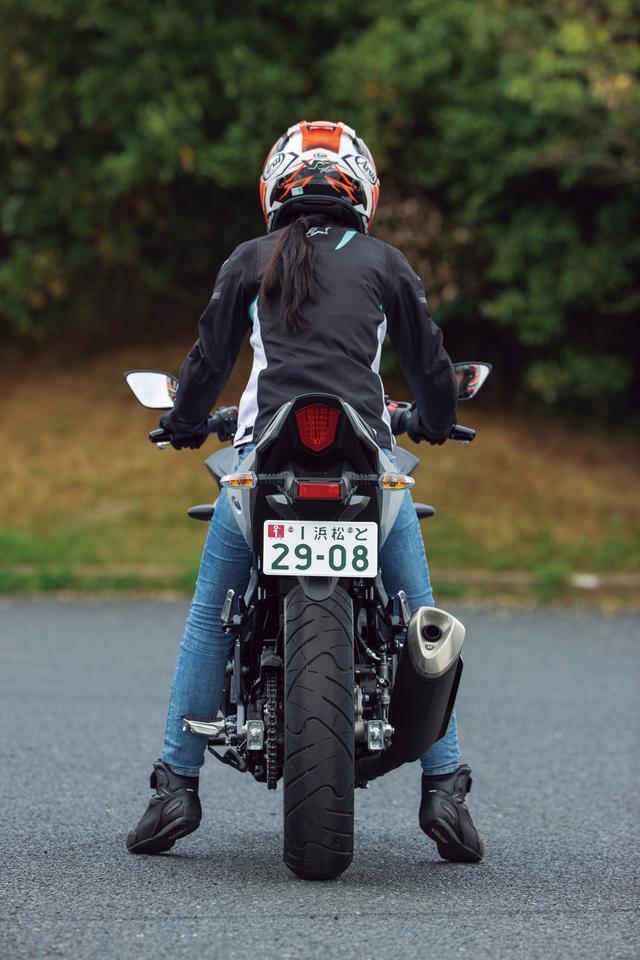 画像: スズキ「GSX250R/ABS」ライディングポジション・足つき性