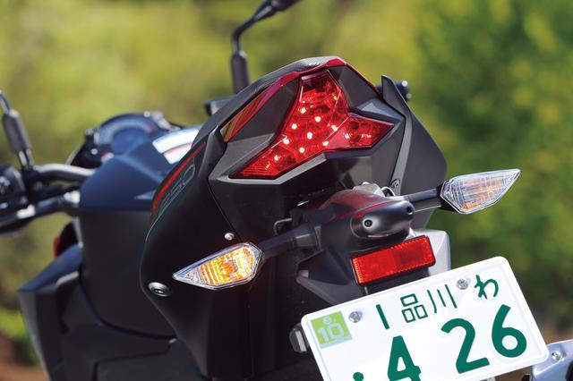 画像: ZX-10RからZX-25Rに至るまで使用されている、共通のテールランプを採用。カワサキのスポーツバイクの一員であることを示している。