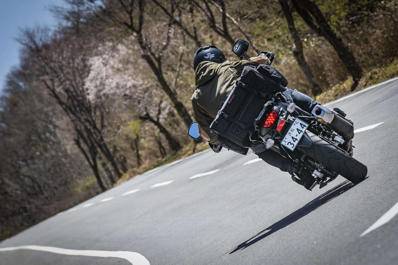 画像1: ヘンリービギンズ「PRO」ここに注目④ バイクに積んだときの固定力を高めた、画期的な新積載システム