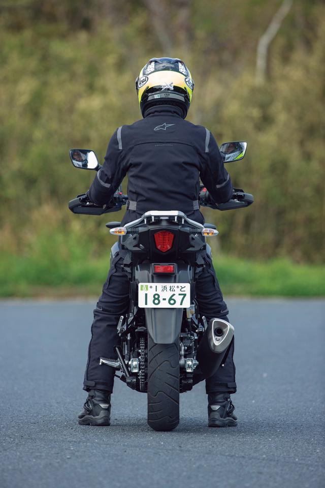 画像: スズキ「Vストローム250 ABS」ライディングポジション・足つき性