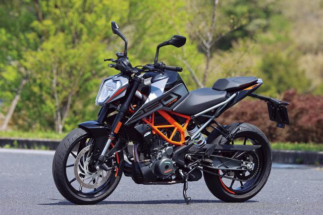 画像: KTM 250 DUKE 総排気量:249cc エンジン形式:水冷4ストDOHC4バルブ単気筒 シート高:830mm 車両重量:146kg(乾燥) メーカー希望小売価格:59万9000円(税込) 2021年モデルの発売日:2021年2月