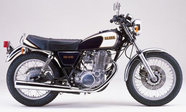 画像: 1983年3月にはスポークホイール仕様が標準モデルに。エンジンを見直し、フロントフォークをエア圧タイプに、ハンドル幅も変更された。キャストホイール仕様はSPとして併売。発売当時価格:36万5000円(SPは38万円)