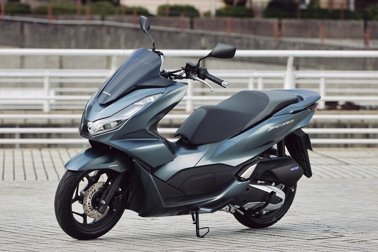 画像: Honda PCX160 総排気量:156cc エンジン形式:水冷4ストSOHC4バルブ単気筒 シート高:764mm 車両重量:132kg 発売日:2021年1月28日 メーカー希望小売価格:税込40万7000円