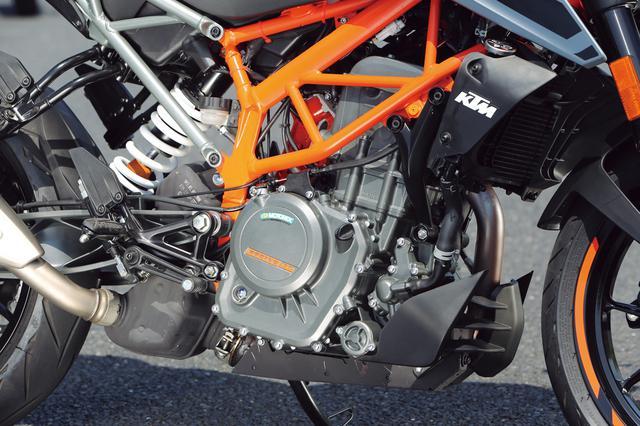 画像: エンジンは249ccの水冷4ストロークDOHCシングル。スペックは30PSだが、パワー感はメリハリの効いたもの。