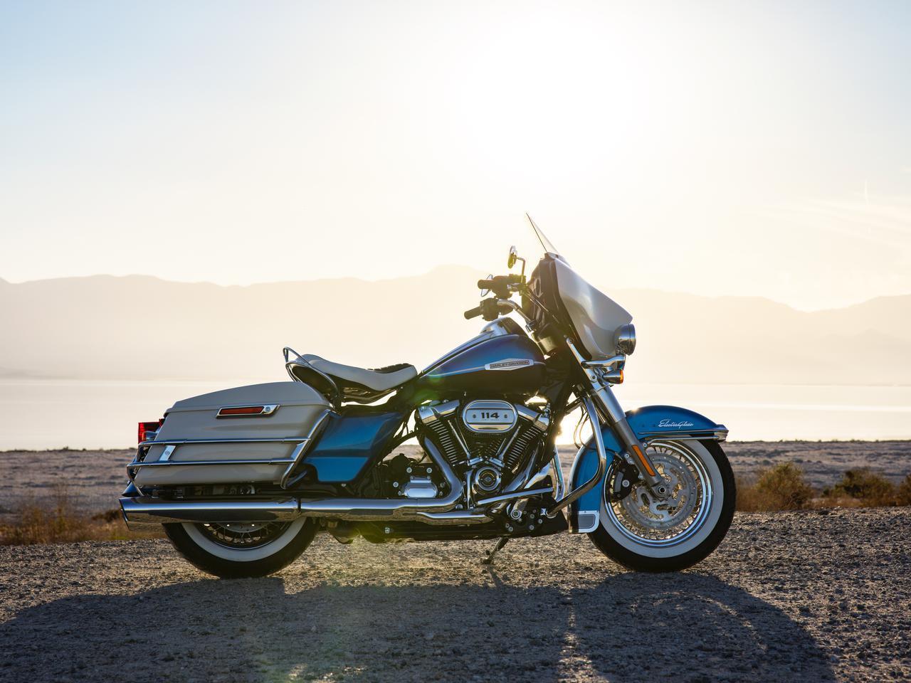 画像: Harley-Davidson Electra Glide Revival 排気量:1868cc エンジン形式:空冷4ストOHV4バルブV型2気筒 シート高:785mm(無負荷状態) 車両重量:391kg メーカー希望小売価格:税込337万9500円