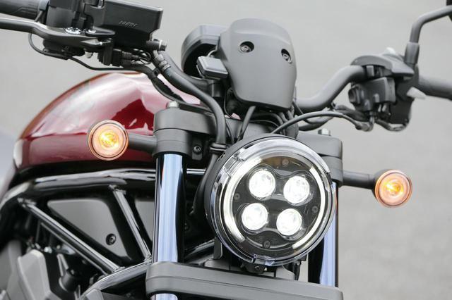 画像: 顔つきはシリーズ共通。4眼デザインのLEDヘッドライト、リング状に光るLEDウインカーは250や500と同様のものだ。