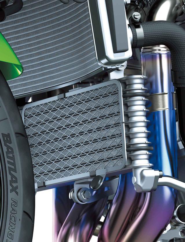 画像: スーパーバイク世界選手権参戦マシンからのフィードバックに基づく空冷オイルクーラーを新採用。