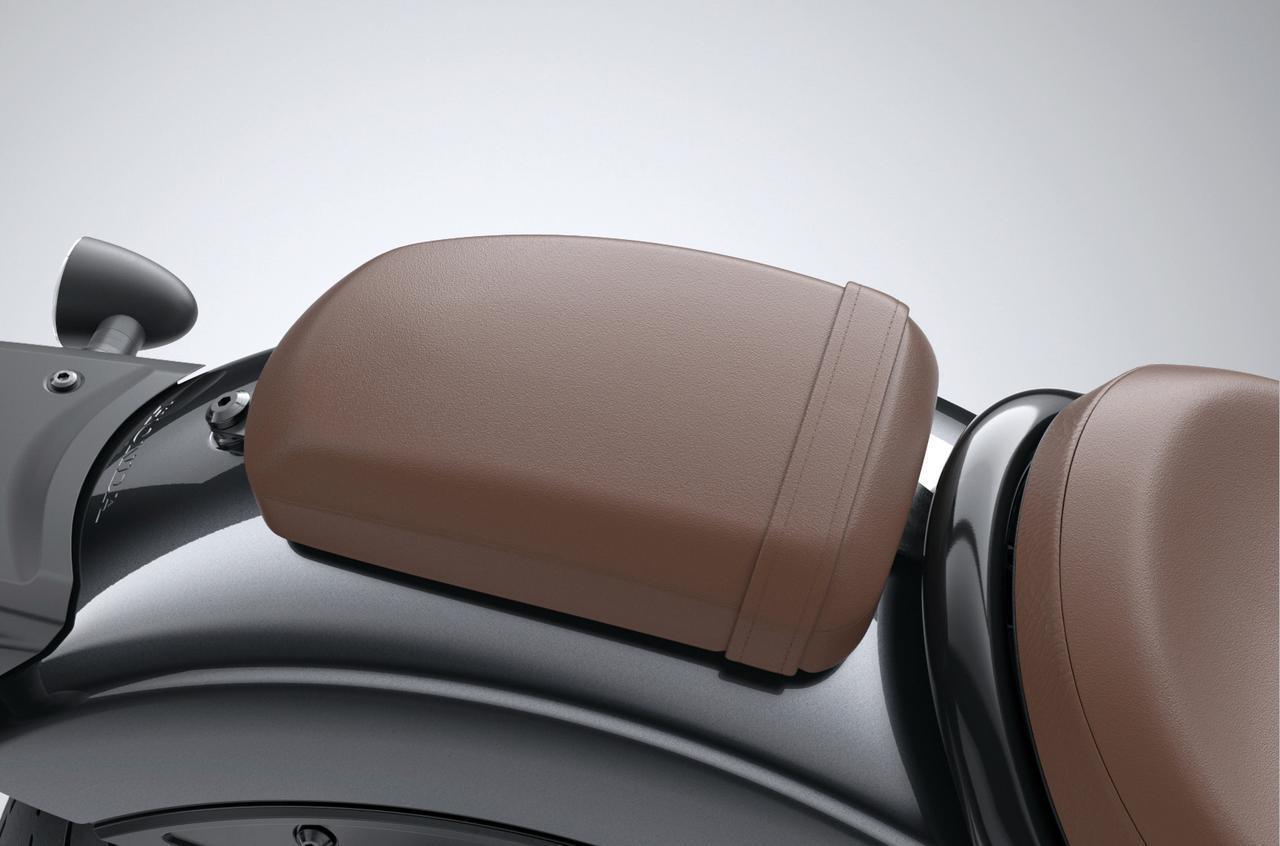 画像: パッセンジャーシート/税込1万340円 メインシートをブラウンにした場合のタンデムシート。ブラックの場合は純正を流用。