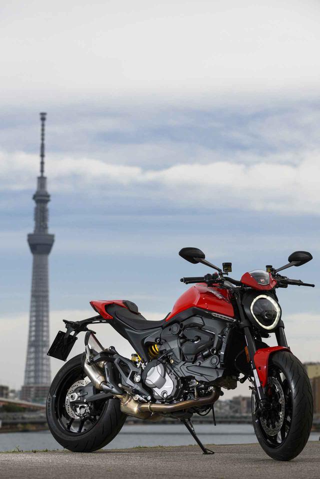 画像: グラマラスでありスピード感溢れるボディメイクは、スーパースポーツ譲りの骨格とエンジンを視覚的に活かすダイナミックなものとなっている。