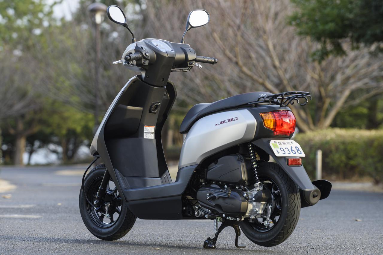 画像2: YAMAHA JOG 総排気量:49cc エンジン形式:空冷4ストSOHC2バルブ単気筒 シート高:705mm 車両重量:78kg メーカー希望小売価格:税込17万500円