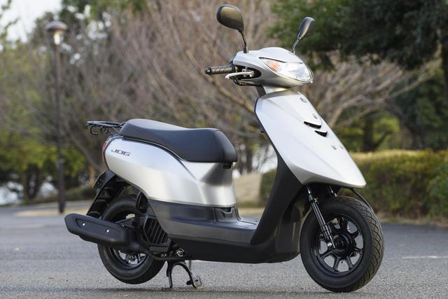 画像1: YAMAHA JOG 総排気量:49cc エンジン形式:空冷4ストSOHC2バルブ単気筒 シート高:705mm 車両重量:78kg メーカー希望小売価格:税込17万500円