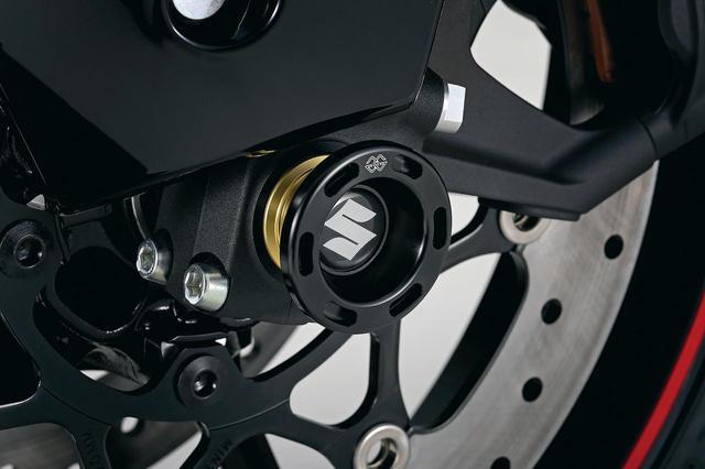 画像: フロントアクスルスライダー (税込価格:1万3750円) 万一の転倒の際、足回りのダメージを軽減するアイテム。輸入品で8〜9月の発売予定。