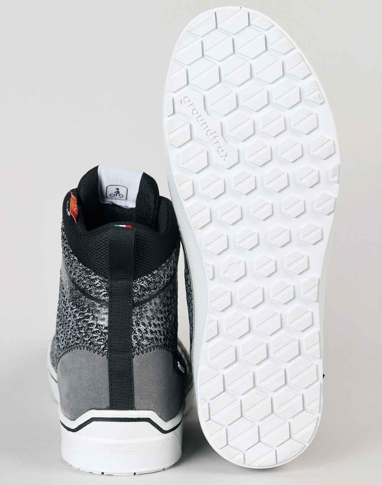 画像: IKASU AIR カカト、つま先には樹脂製カップ、靴底には横からの衝撃を抑える補強プレートを内蔵。高い安全性でCE規格の認証を得ている。