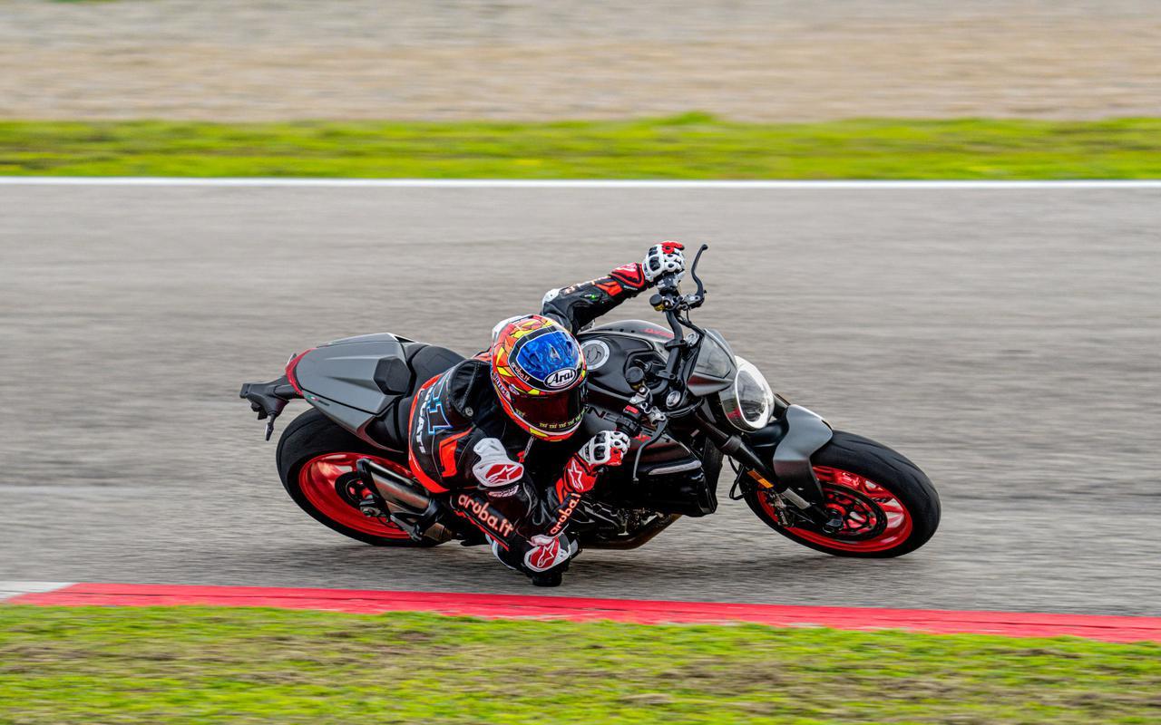 画像: 新型モンスター & モンスター・プラス - Just Fun - スポーティなネイキッド・バイクのシンボル   Ducati