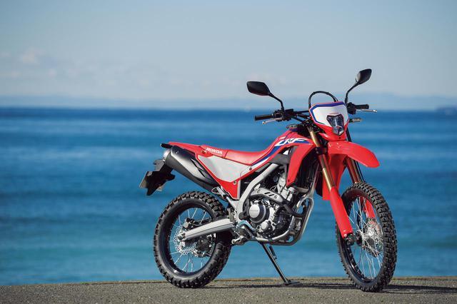 画像: Honda CRF250L〈s〉 総排気量:249cc エンジン形式:水冷4ストDOHC4バルブ単気筒 シート高:830mm/〈s〉は880mm 車両重量:140kg 発売日:2020年12月17日 メーカー希望小売価格:税込59万9500円