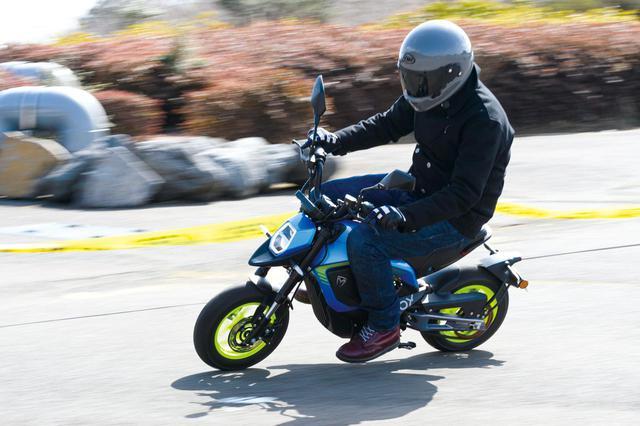"""画像4: 電動バイクは日本でも""""アシ""""になるのか? 5台の海外製モデルを乗り比べてみた【最新電動バイク解説】"""