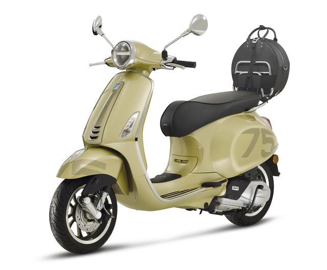 画像: Vespa Primavera 75th 排気量:124cc エンジン形式:空冷4ストSOHC3バルブ単気筒 シート高:790mm 車両重量:131kg 発売日:2021年6月中旬 メーカー希望小売価格:税込59万4000円