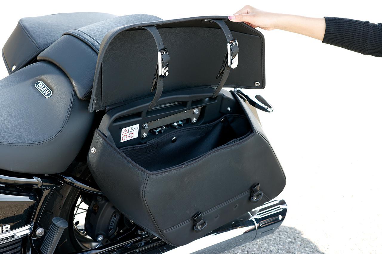 画像: 上質な仕上がりのソフトバッグは左右とも容量15.5リットル。開閉も容易で、開口部は大きく開き、荷物の出し入れがしやすく利便性が高いのも魅力だ。