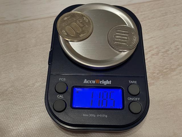 画像: 重さはおおよそ600円よりほんの少し(0.46g)軽いくらい。