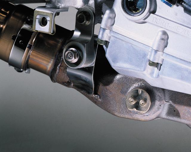 画像: 排気デバイス「EXUP」はエンジン回転、車速、スロットル開度、ギアポジションなどの5つのパラメーターで制御されている。