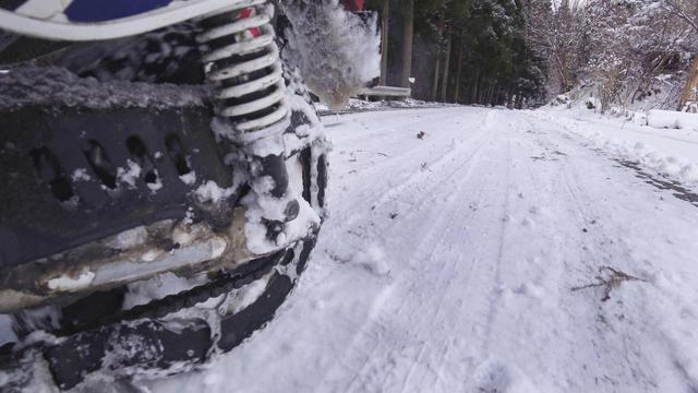 画像2: 原付バイクにチェーンを巻いて雪道を走ってみた! タイヤチェーンの効果や欠点と、雪景色の魅力を紹介〈関野温の絶景もとめて撮影旅 Vol.1〉
