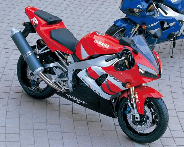 画像: YAMAHA YZF-R1 総排気量:998cc エンジン形式:水冷4ストDOHC5バルブ並列4気筒 最高出力:150PS/10000rpm 最大トルク:11.0kg-m/8500rpm 車両重量(乾燥):175kg ※輸出車(2000年・5JJ)