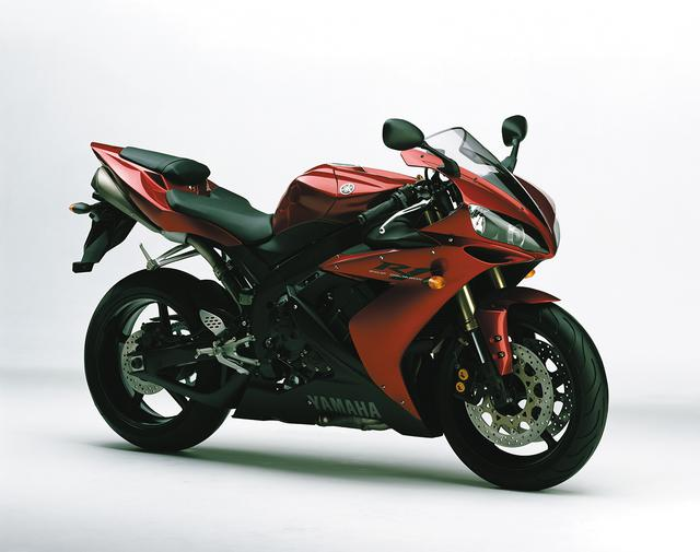 画像: YAMAHA YZF-R1 総排気量:998cc エンジン形式:水冷4ストDOHC5バルブ並列4気筒 最高出力:172PS/12500rpm 最大トルク:10.6kg-m/10500rpm 車両重量(乾燥):172kg ※輸出車(2004年・5VY)