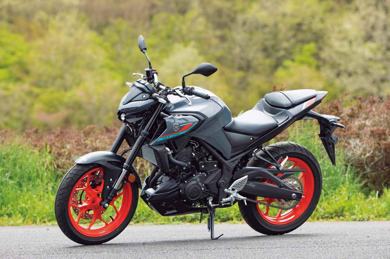 画像: YAMAHA MT-25 ABS 総排気量:249cc エンジン形式:水冷4ストDOHC4バルブ並列2気筒 シート高:780mm 車両重量:169kg 2021年モデルの発売日:2021年4月28日 税込価格:62万1500円