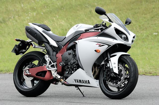 画像: YAMAHA YZF-R1 総排気量:998cc エンジン形式:水冷4ストDOHC4バルブ並列4気筒 最高出力:182PS/12500rpm 最大トルク:11.8kg-m/10000rpm 車両重量(装備):206kg ※スペックは輸出車(2009年・14B)