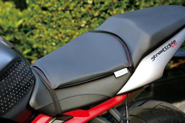 """画像: """"正反発""""が体圧を効率良く分散する「バイク座シート」をテスト - webオートバイ"""